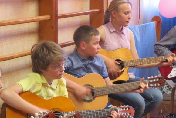 Играем и поём